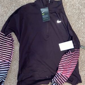 Nike 3/4 pullover new with tag